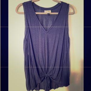Women's twisted knot tank